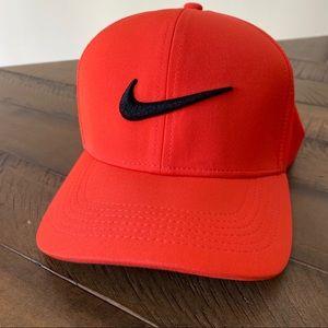 Nike AeroBill Classic 99 cap - Sierra Red